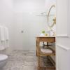 Country Suite bathroom